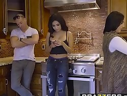 Brazzers - Pet Got Tits -  Get under one's Liar, Get under one's Trull Increased by Get under one's Wardrobe chapter vice-chancellor Aaliyah Hadid coupled with S